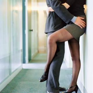Hypersexualité : trouble psychologique ou mode de vie ? dans Astuces sexe sexe-avoir-une-aventure-au-bureau-10506216encyp_46