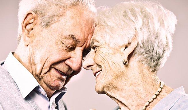 vieux-couple-amour, F.Duval-Levesque, psychopraticien, hypnothérapeute, coach, psychothérapie, soutien psychologique, coaching